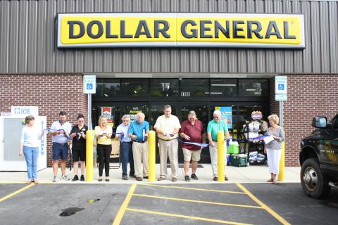 Picture of ribbon cutting at Doller General